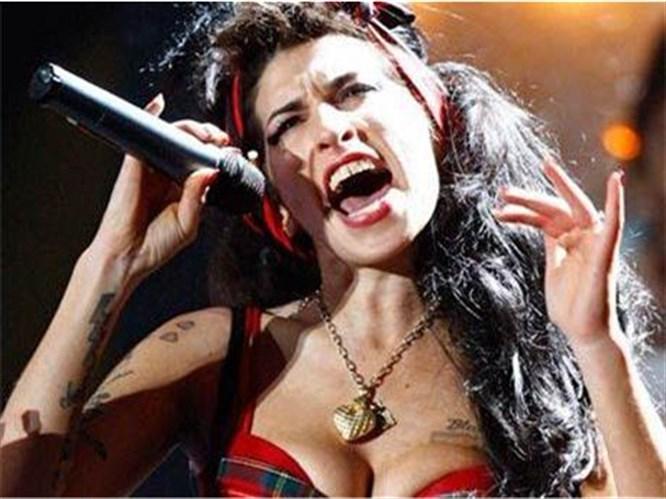Winehouse'dan seks mesajları